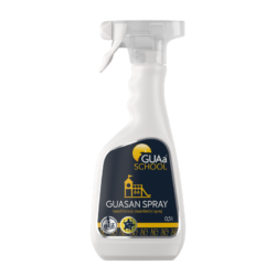GUAa School GUASAN bezchlor.desinfekční spray 0,5l-Tekutý dezinfekční prostředek k okamžitému použití pro rychlou dezinfekci všech omyvatelných ploch, povrchů, předmětů a nástrojů ve školách, školkách, družinách, školních jídelnách a ve všech veřejných prostorách, kde je zvýšené riziko množení bakterií a virů. Je charakteristický silným a dlouhotrvajícím antibakteriálním, antivirovým a protiplísňovým účinkem.