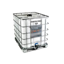 Demineralizovaná voda, deionizovaná, IBC 1000 l-Demineralizovaná voda, deionizovaná 1000 l - chemicky čistá voda zbavená cizích iontů v procesu dvoustupňové demineralizace. Demineralizovaná voda je výrobek vysoké jakosti a čistoty se širokou škálou použití (např. pro zředění roztoku, mytí specializovaných zařízení, voda pro parní žehličky, voda v akváriích, ředění kapaliny u bateriií, použití do zvlhčovačů vzduchu). Výrobek je nevhodný pro lidskou spotřebu ke konzumaci.  Termín realizace je 3-5 pracovních dnů. IBC kontejner v hodnotě 2 500 Kč je v ceně produktu.